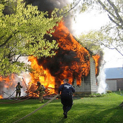 夢占いで火事の家を見たら吉夢!燃え方で意味が変わる理由を解説