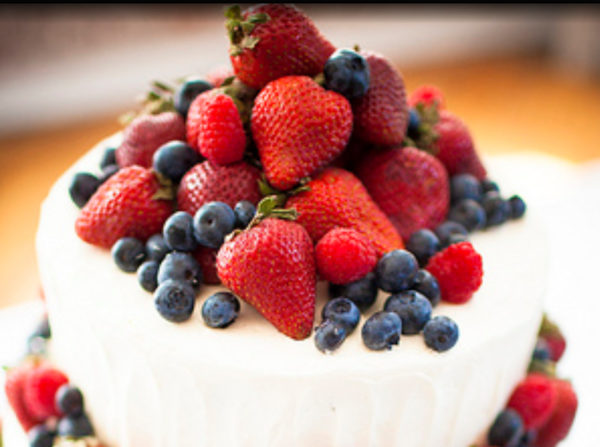 ケーキを食べる夢は願いが叶う予兆って本当?意味や理由を徹底解説