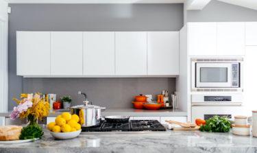 【風水の辞書】キッチンのおすすめの色を方位別に徹底解説します